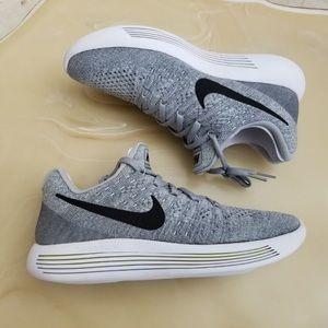 Nike Women's Lunarepic Low Flyknit 2 Training Shoe